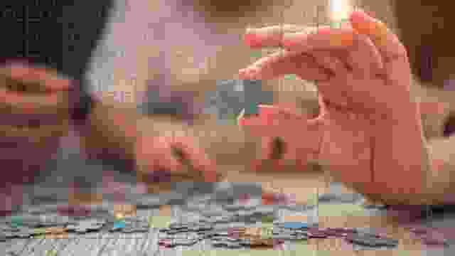 Puzzels leggen bevordert de motoriek en de scherpzinnigheid van de deelnemers